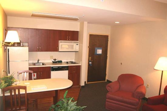 Yardley, PA: King Suite with Kitchen