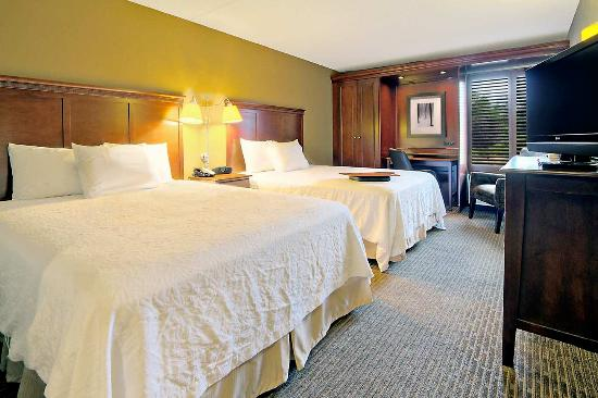 Hampton Inn Traverse City: Two Queen Beds