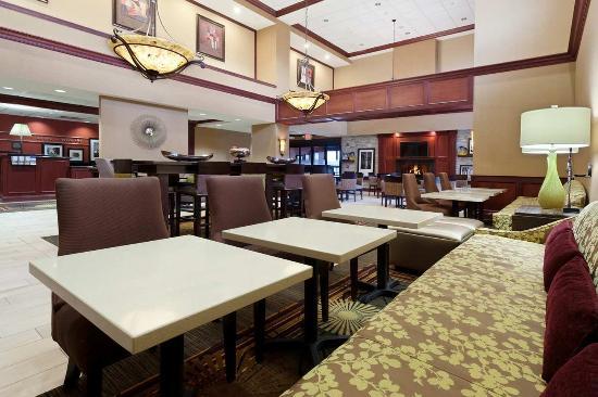 Mercer, Pensilvanya: Lobby and Dining Area