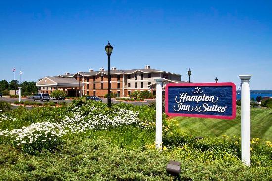 Hampton Inn & Suites Petoskey: Exterior
