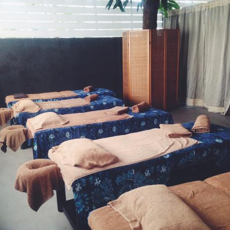 T House Tagaytay: Outdoor spa area