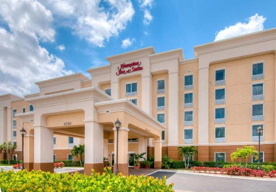 Hampton Inn & Suites Fort Myers - Colonial Blvd: Hotel Exterior Front
