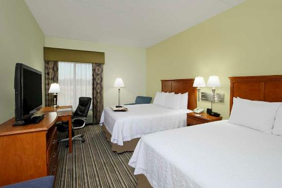 Austinburg, OH: Two Queen Guest Room