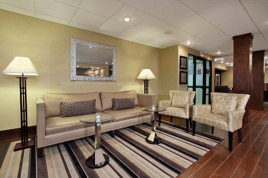Austinburg, OH: Lobby Seats