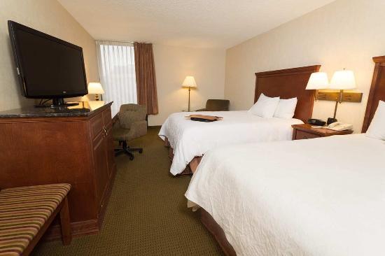 Saint Ann, Missouri: Hampton St. Louis Airport Hotel Access Double Queen w/ Tub