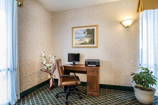 Quality Inn: Business Center