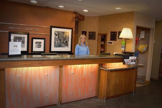 Hampton Inn and Suites Park City: Front Desk