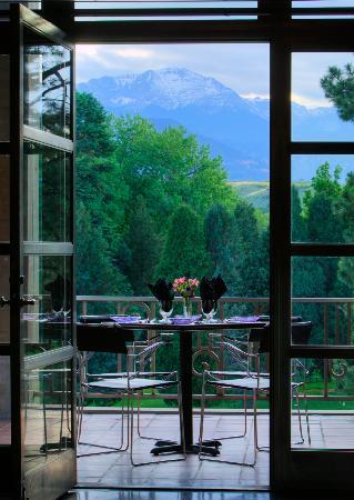 10 Restaurants Near Colorado Springs Fine Arts Center at Colorado ...