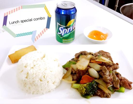 St. Catharines, Kanada: The Taste is specialized at Chinese and Thai food. Lunch special is only $8.99 with spring roll