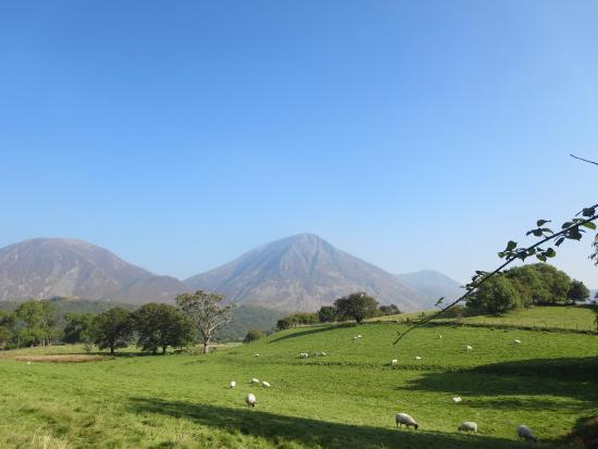 Loweswater, UK: Magnificent views surrounding Kirkstile Inn.