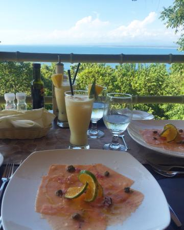 Issimo Suites Boutique Hotel and Spa: salmon carpaccio