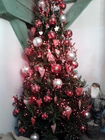 Santa Claus Consulate: Одна из елок музея