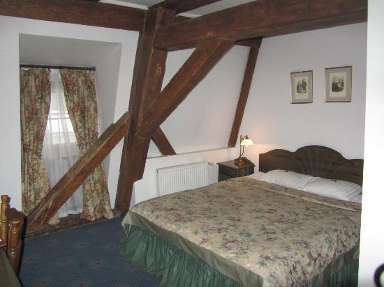 Hotel Gutenbergs: Старые балки в номере