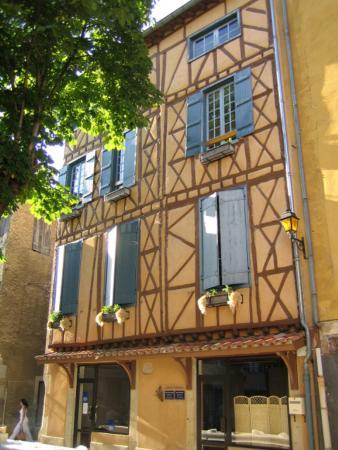 Maison en colombage foto di hotel de france chalabre for Maison en colombage