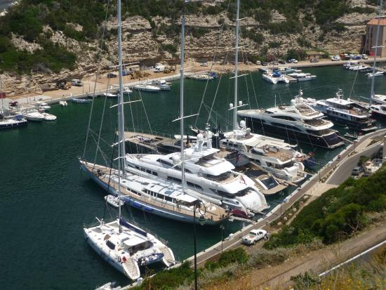 Port picture of bonifacio citadel bonifacio tripadvisor for Restaurant bonifacio port