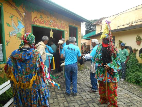 Caminho do Artesanato: Muita cor, música, dança e devoção.