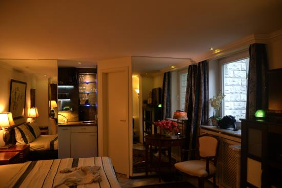 City-Apartments am Park: Our apartment with kitchenette and bathroon