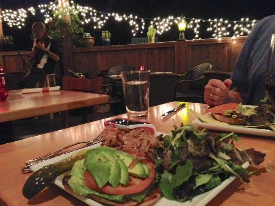 Topanga, CA: Amazingly delicious and enormous burgers, live music in the backgound.