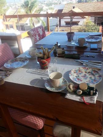 Kkala Boutique Hotel: Breakfast setting