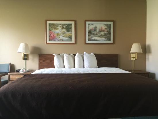 Kewanee, IL: King Room