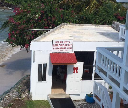 Grand Anse Beach Palace Hotel : Little restaurant serves breakfast and drinks