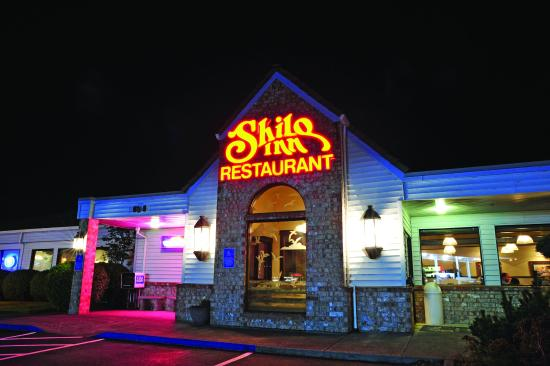 Shilo Inn Suites Hotel - Tillamook: Shilo Restaurant and Lounge offers delicious dining within steps of your guest room.