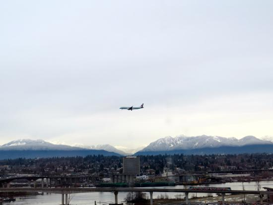 Westin Wall Centre Vancouver Airport: Plane