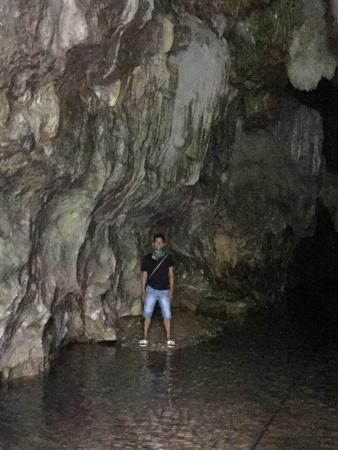 Bulacan Province, Filipinas: Doorway to the cave