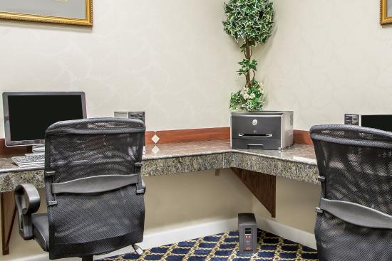 Comfort Suites Jefferson City: Business center
