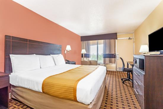 Days Inn Fort Lauderdale-Oakland Park Airport North: Well Appointed Guest Room