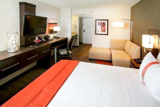 Holiday Inn Newark Airport: King Bed Guest Room