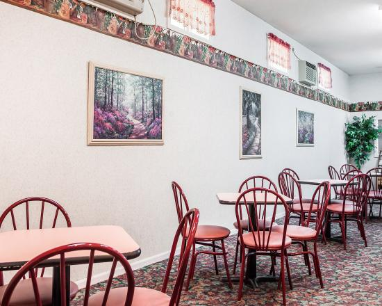 Econo Lodge - Jefferson City: Breakfast