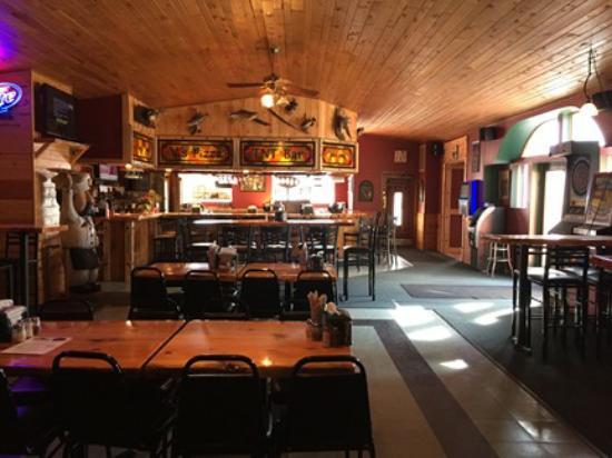 Biwabik, Μινεσότα: Inside Vi's Pizza and TNT