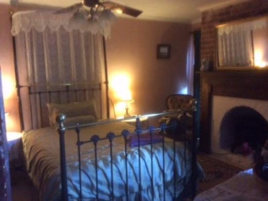 Braidwood Torpys Eco Motel: Bedroom