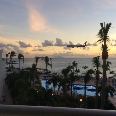 Royal Islander Club La Plage: Night view
