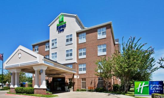 Holiday Inn Express Hotel & Suites Dallas-Addison: Hotel Exterior