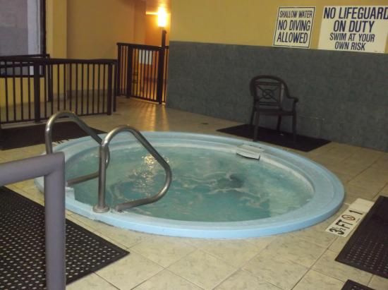 Riverwalk Inn & Suites: jacuzzi