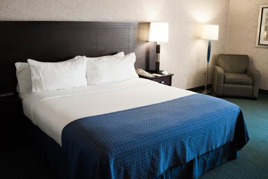 La Mirada, كاليفورنيا: La Mirada near Buena Park  King Bed Guest Room