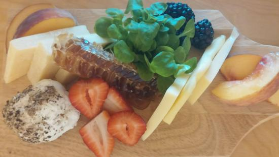 Danville, بنسيلفانيا: Local Honey and cheese platter