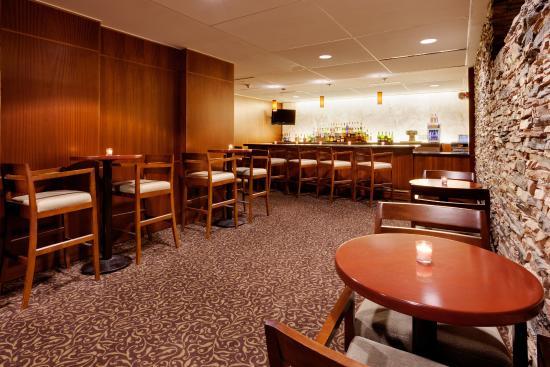 Liverpool, NY: Bar and Lounge