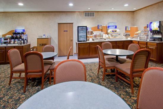 Howe, IN: Breakfast Bar