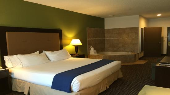 Riverwoods, IL: Whirlpool Suite King Size Bed NonSmoking
