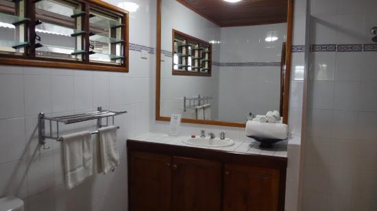 Mangoes Resort: Bathroom