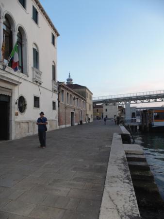 Casa Sant'Andrea: EM FRENTE AO HOTEL