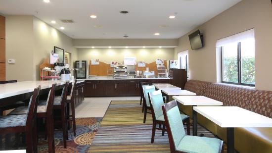 Marshall, MI: Breakfast Area