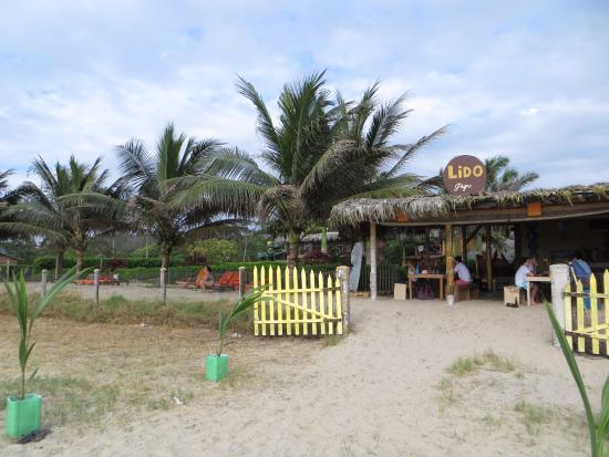 Hostal Kundalini: restaurant entrance, view from the beach