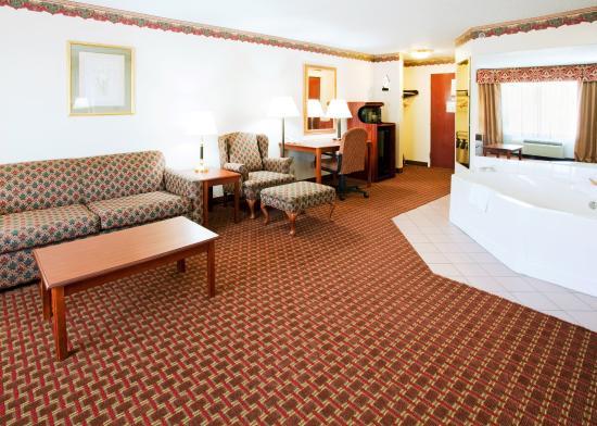 Hillsville, VA: Suite