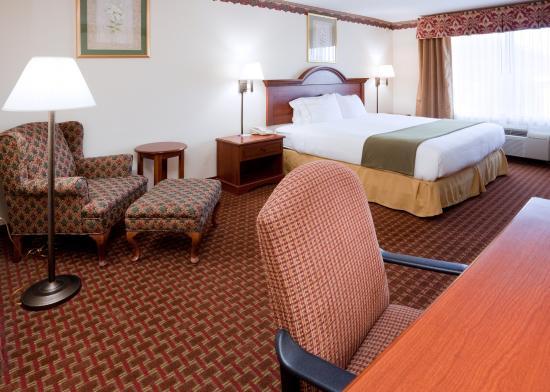 Hillsville, VA: King Bed Guest Room