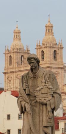 Miradouro de Santa Luzia: Statue