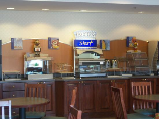 Holiday Inn Express & Suites Ex I-71/ Oh. State Fair/Expo Center: Start the day off with a filling breakfast